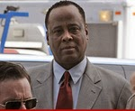 Photo of Dr. Conrad Murray I Want to Practice Medicine Again