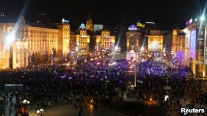 Photo of Tens of Thousands of Ukrainians Protest in Kyiv