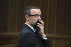 Photo of South African court orders Pistorius to undergo mental evaluation