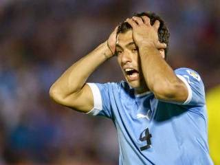 Photo of Luis Suarez injury: Liverpool striker set to miss Uruguay's World Cup campaign after injuring his knee in training requiring immediate surgery