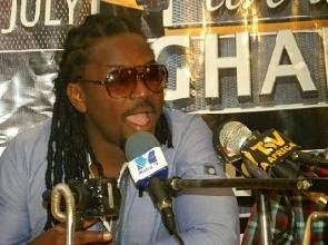 Photo of Samini jabs Mzbel: You let drugs and laziness ruin you