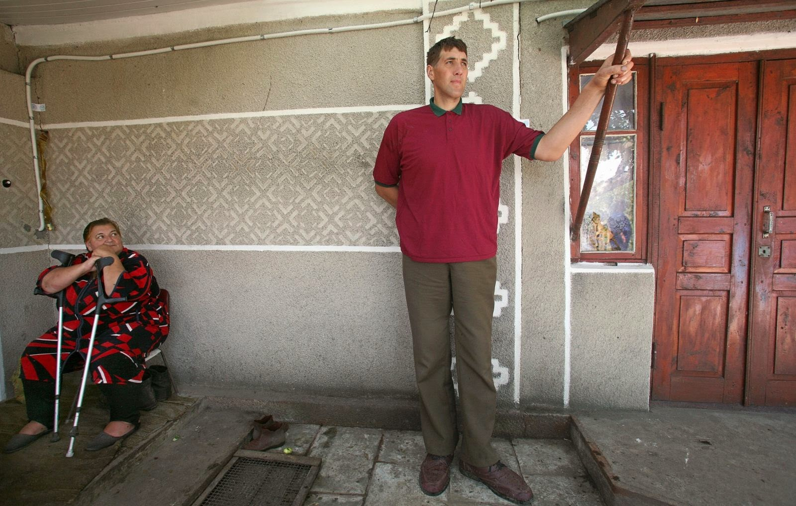 Photo of World's Tallest Man Leonid Stadnyk Killed by 'Curse' Aged 44