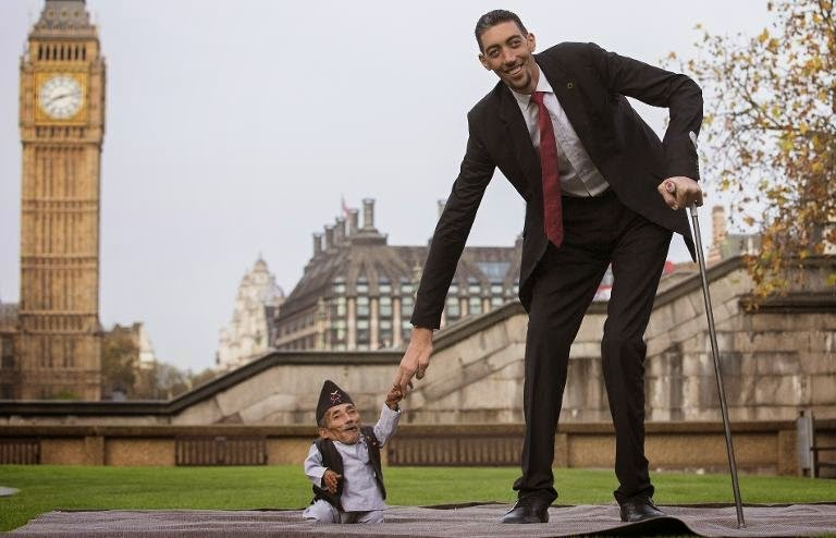 Photo of World tallest and shortest men meet on Records Day