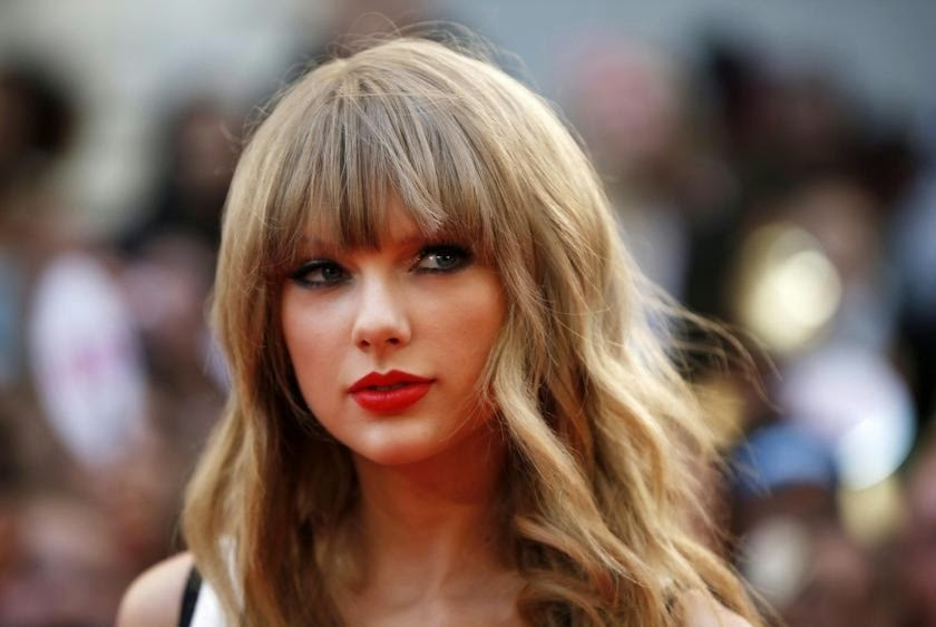 Photo of Taylor Swift holds Billboard 200 top spot for fifth week