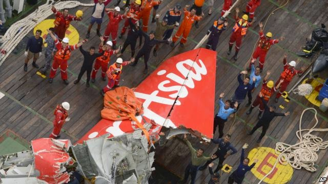 Photo of Investigators Recover Tail of AirAsia Jet; Black Boxes Not Found