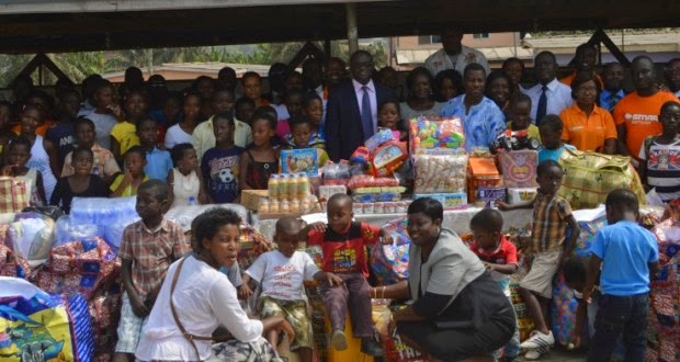 Photo of Fidelity Bank donates to two orphanages in Accra