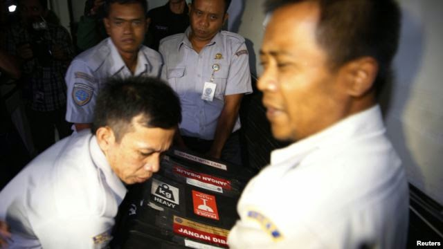 Photo of AirAsia Flight Recorders Headed for Jakarta for Analysis