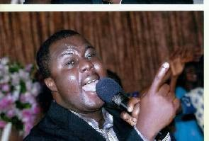 Photo of I had to wait for 10 years to have my first child – Pastor Joe Beecham