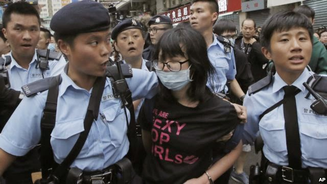 Photo of 30 Arrested as Hong Kong Anti-China Protesters Scuffle With Police