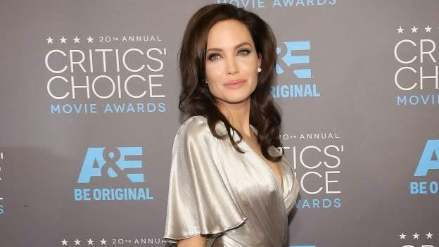 Photo of Angelina Jolie Removes Ovaries Following Cancer Scare