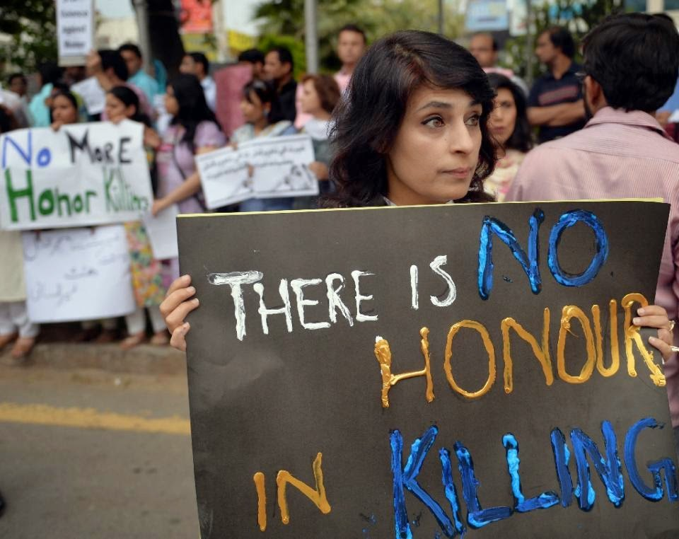 Photo of Husband sets wife on fire in Pakistan 'honour killing