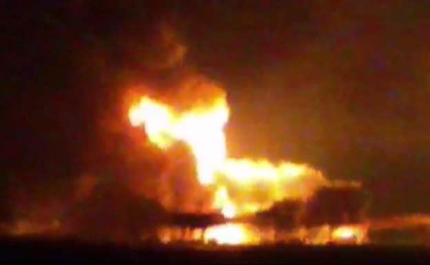 Photo of Massive fire engulfs Mexican oil rig, 4 dead