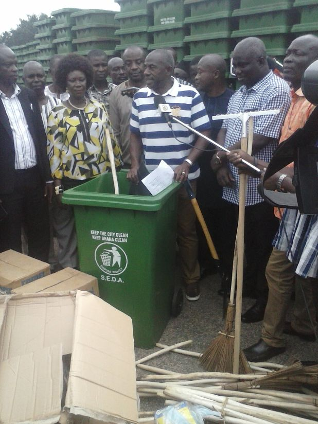 Photo of Brong Ahafo Receives 10,000 Waste Bins Ahead Of The National Sanitation Day Exercise