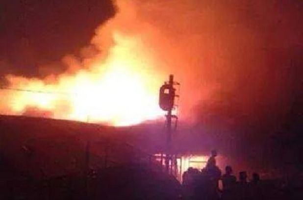 Photo of Breaking News: Kumasi Central Market in Flames; Fire Fighters Struggle to Put It Off