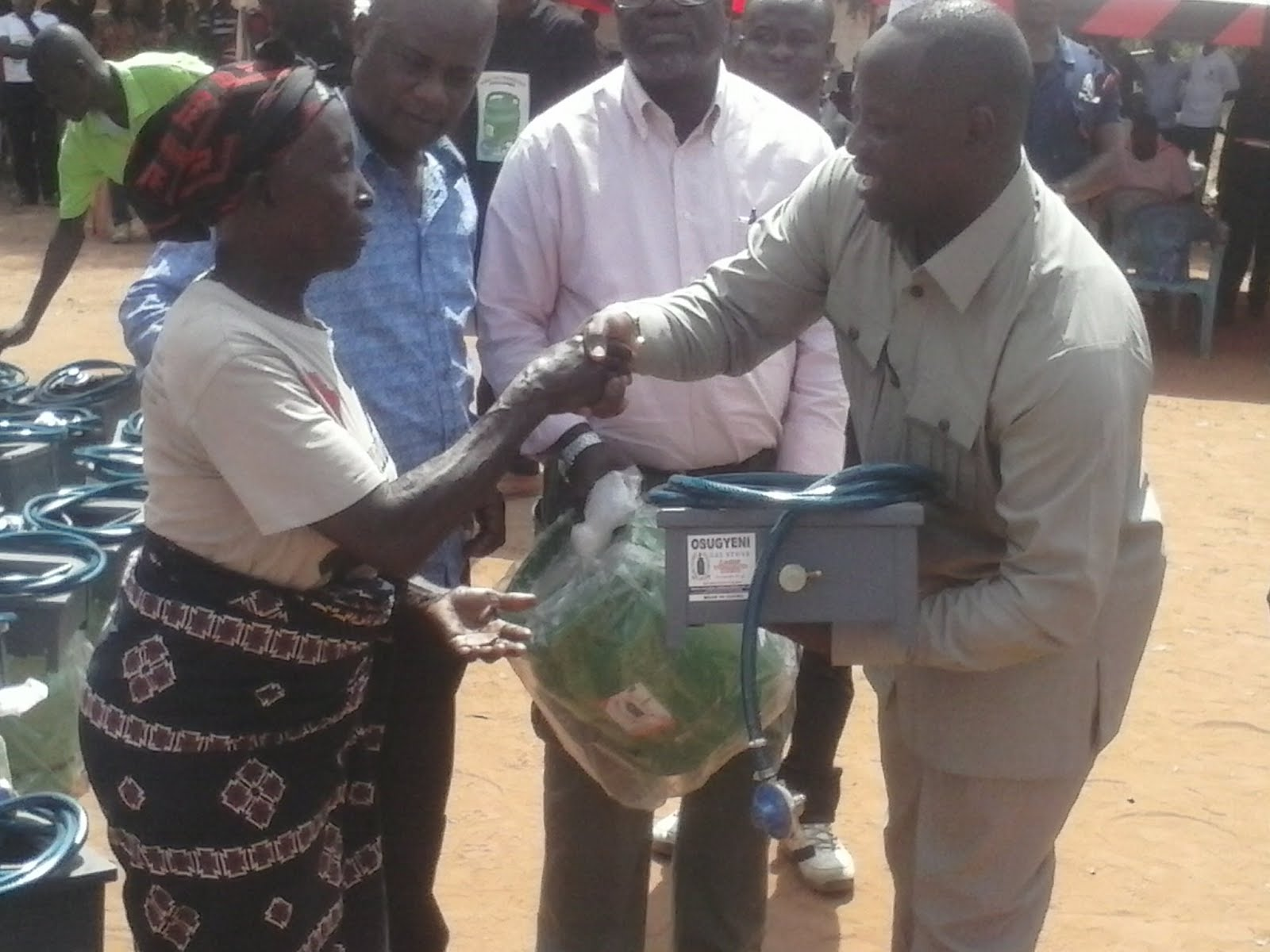 Photo of Ministry Of Petroleum Distributes 1,200 Gas Cylinders And Cook Stoves At Busunya in B/A