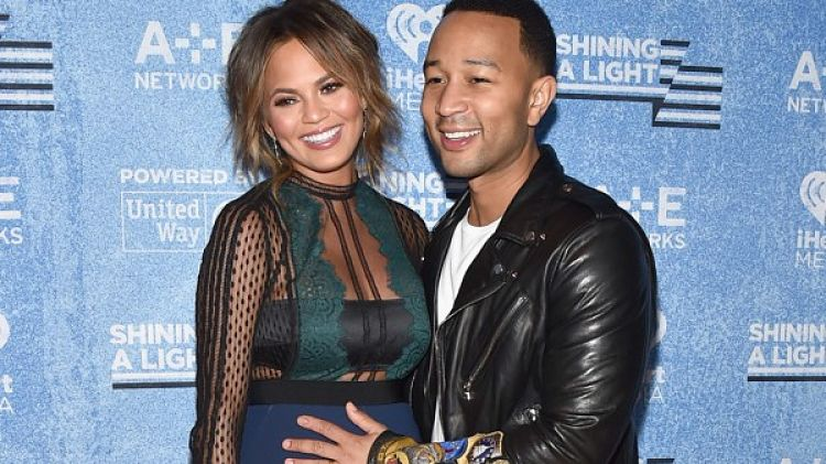 Photo of Chrissy Teigen and John Legend Reveal They're Having a Baby Girl!