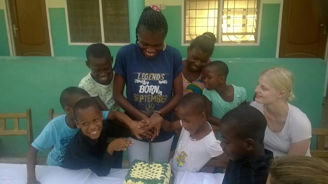 Photo of J. Life FM's Freda Owusuaah Bio Celebrates Birthday With Orphans