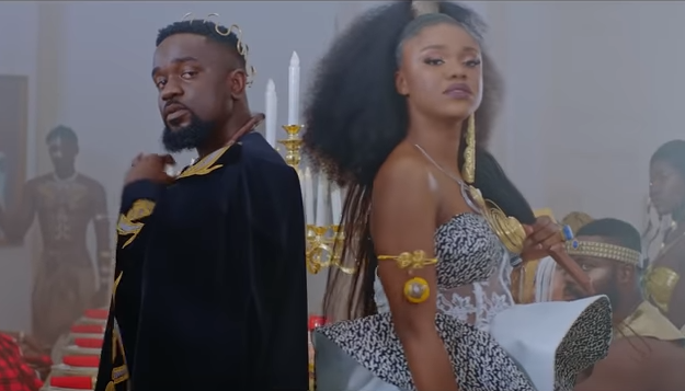 Photo of Becca Eulogizes Sarkodie For His Magnificent Delivery on 'Nana'