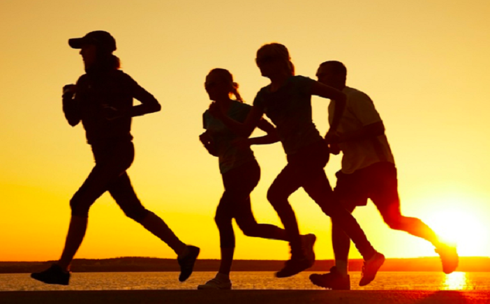 Photo of Daily exercise may cut heart attack risk even in polluted areas: Study