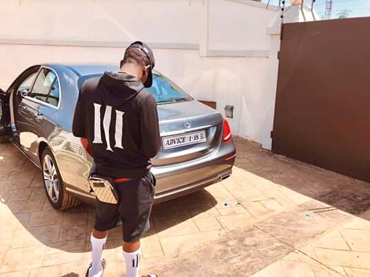 Photo of Photo: Shatta Wale Buys A New Car And Customise The Number Plate 'Advice'