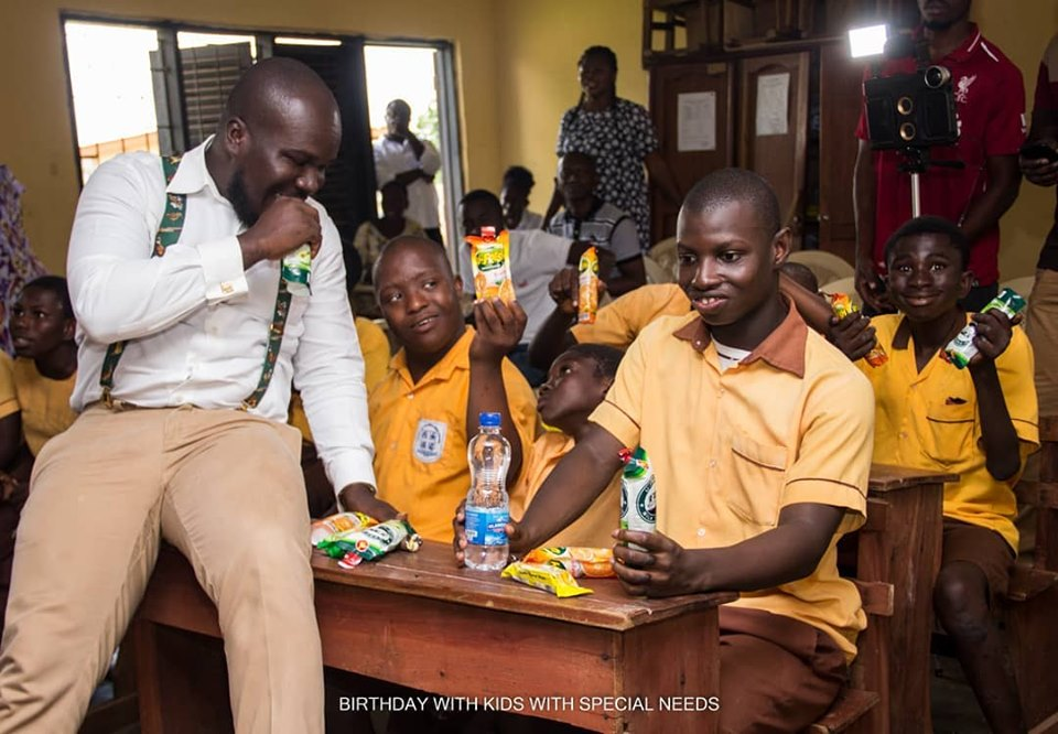 Photo of CEO Of Bra Dea Foundation Celebrates Birthday With Kids At Nyamaa School For Kids With Special Needs In Sunyani