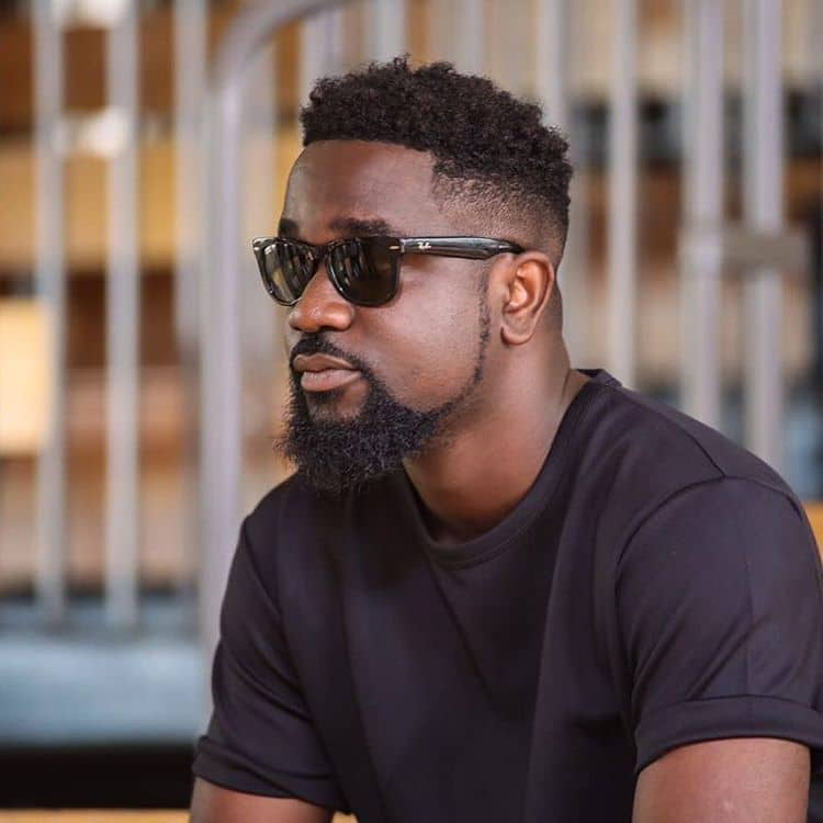 Photo of Sarkodie Cuddles With His Son In A Lovely Photo