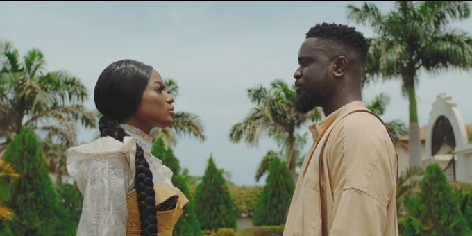 Photo of Sarkodie Releases Visuals For Saara Feat. Efya