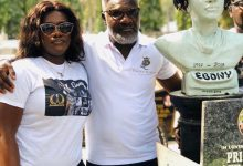 Photo of Ebony Reigns' Father And Sister Visits Her Tomb At Osu Cemetery To Mark 2 Years Of Her Death