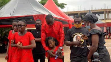 Photo of Sad: Nana Adjei Sikapa's Wife And Children Weeps At His One Week Commemoration