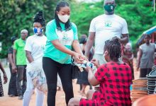 Photo of COVID-19 Fight: Ahafo Region's 2019 Ghana's Most Beautiful Rep Donates To Tanoso Traditional Council And Market Women