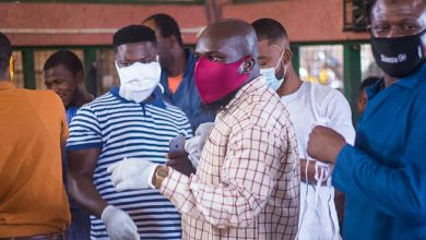 Photo of Butchers In Sunyani Beams Following Bra Dea Foundation And Candy Supports Worldwide Face Masks Donation – See Photos