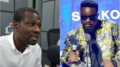 Photo of Mark Okraku Mantey Advises Ghanaian Musicians To Learn From Sarkodie After He Gave Him 500 Pounds