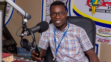 Photo of The Family And Friends Music Won't Take You Anywhere – Media Personality Tells Bono And Ahafo Musicians