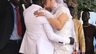 Photo of Lovely! Patapaa And His White Wife Lock Lips At Their Wedding (+Photos)