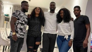 Photo of Sarkodie Spends Time With His Sisters And Brothers-In-Law (See Photo)