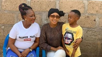 Photo of Awww This Is Sad! Akuapem Poloo's Mother Cries On Radio; Begs Ghanaians To Help Plead With The Judge On Her Daughter's Behalf