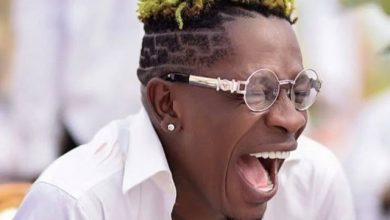 Photo of Shatta Wale Hilariously Reacts To Amerado And Obibini's Beef